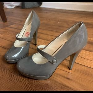 Heels in grey size 7